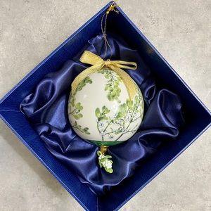 🎆Goebel Smithsonian Ornament Misteltoe Kissing